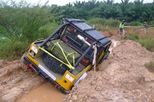 2-hjulstræk batter ikke meget i sådan et mudderspor.